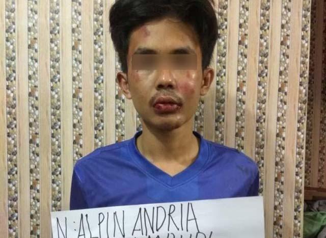 N. Alpin Andria, pelaku penusukan Syekh Ali Jaber usai diperiksa polisi. Foto: Ist