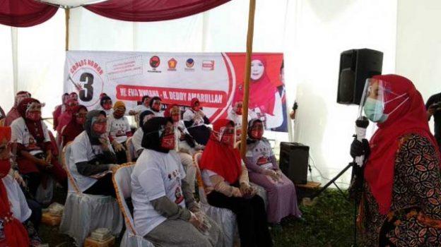 Eva Dwian berkampanye di di Gang Citra Bunga II, Jalan Sultan Agung, Kelurahan Sepang Jaya, Kecamatan Labuhan Ratu, Selasa 6 Oktober 2020.