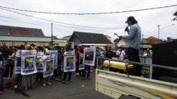 Aksi damai FMRB-PPJ di kantor Bawaslu Kota Bandarlampung di Jalan dr. Soesilo Bandarlampung, Selasa (27/10/2020).