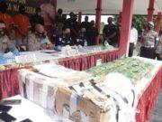 Narkoba jenis sabu-sabu seberat 46 Kilogram asal Malaysia yang akan diedarkan oleh tiga kurir berhasil ditangkap oleh Ditresnarkoba Polda Kepulauan Riau dalam sebuah operasi.