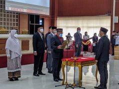 Ketua DPRD Kota Bandarlampung Wiyadi memimpin pengambilan sumpah/janji anggota dewan PAW Sudibio Putra.