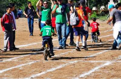 Niños indígenas llevan a cabo encuentro deportivo