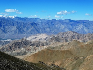 Beautiful photographic opportunities from the heights of the road to Khardung La Pass