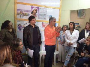 Prefeito Mario Tricano conversa com as conselheiras, acompanhado pela secretária Carla Tricano, dos Direitos da Mulher, e Raphael Teixeira, de Agricultura