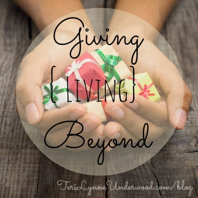 helping others during the holidays || TeriLynneUnderwood.com