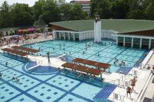 Venkovní bazén v lázních Harkány