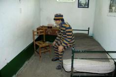 Representação do dia-a-dia na cela