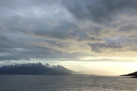 A mil quilômetros, neste direção, está a Antártida