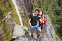 Pequena cachoeira que escorre do desfiladeiro