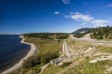 De um lado a Ruta 3 e do outro o Lago Fagnano
