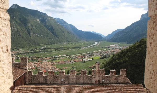 paesaggio dal castello di avio