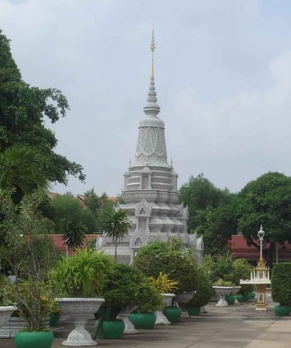 Royal-Stupa-with in the temple grounds of the Silver Pagoda, Royal Palace.Cambodia
