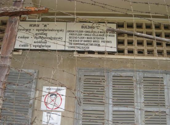 Razor wire Tuol  SLENG GenicideMuseum, Phnom Penh