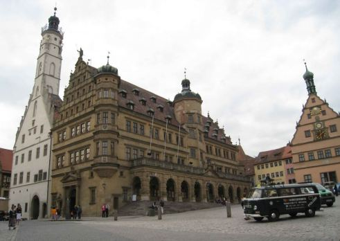 Rathaus-&-City-Councillors' Tavern, graced by a 17th century  clock.