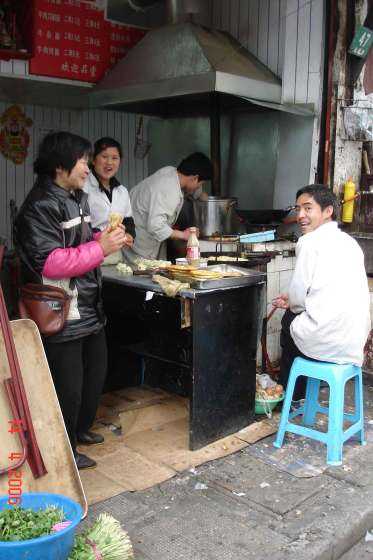Breakfast-on-the-run.-Shanghai Old Town