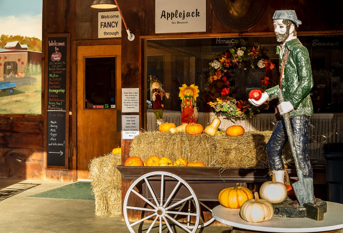 Mack's Apples store front