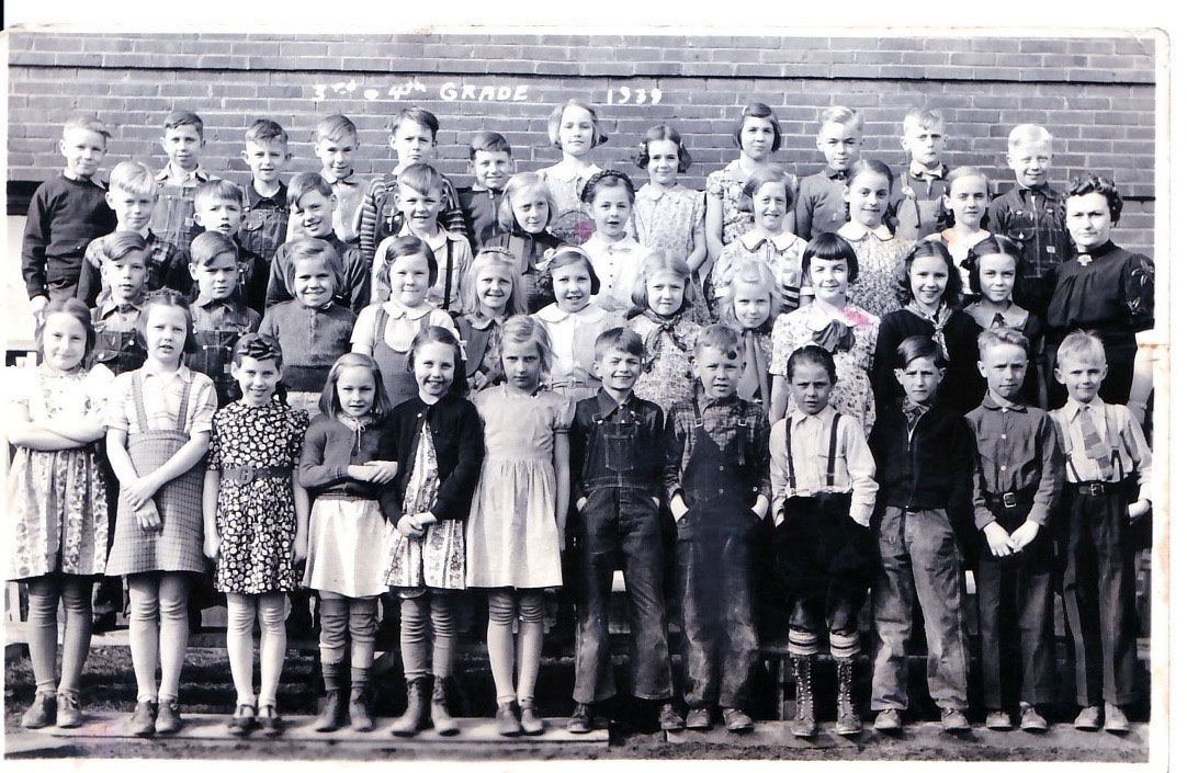 Old school photo: 3rd and 4th grade, 1939
