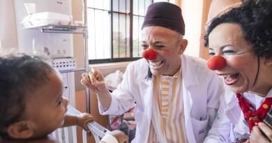 Doutores da Alegria lança campanha para evitar redução de atividades