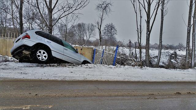 Algunos han llegado a lanzar su coche por un barranco para simular un accidente.