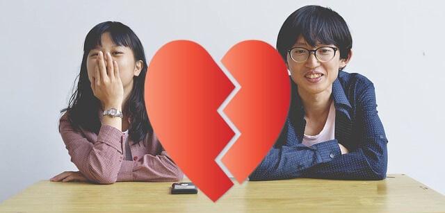 """jovenes asiáticos pareja rota corazón roto """"seguros de amor chinos"""""""