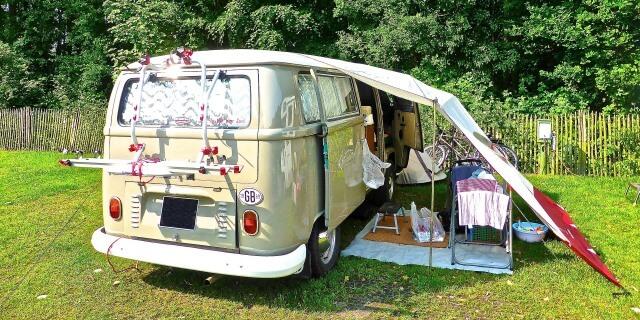 Autocaravana haciendo camping