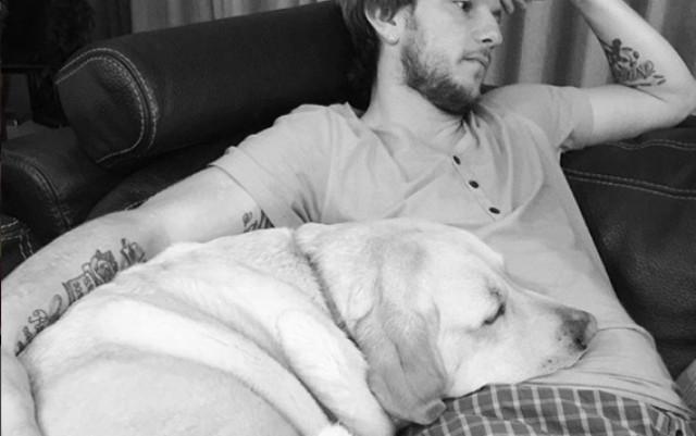 Rakitic también tiene un perro de futbolista famoso.
