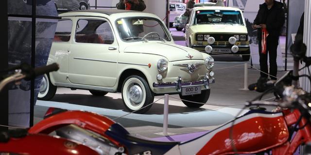 Seat expuesto en la feria Classic Auto de vehículos clásicos.