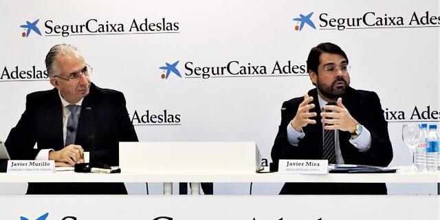 Javier Mira presentando los resultados beneficios y primas de ADESLAS