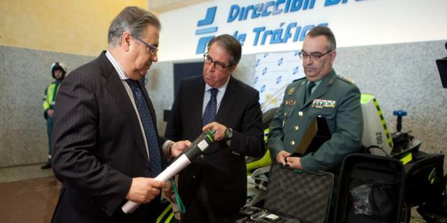 Patrulla Integral: Motos de la Guardia Civil de Tráfico para esta Semana Santa, con el ministro Zoido DGT 2