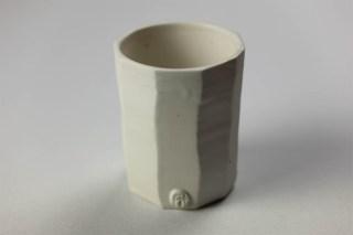 Gobelet G 2 | Eric Faure | Gobelet droit | Produit | 60,00€ | 6283 | Pot tourné et sculpté en porcelaine émaillée | Eric Faure | Terre et Terres | 9 octobre 2021