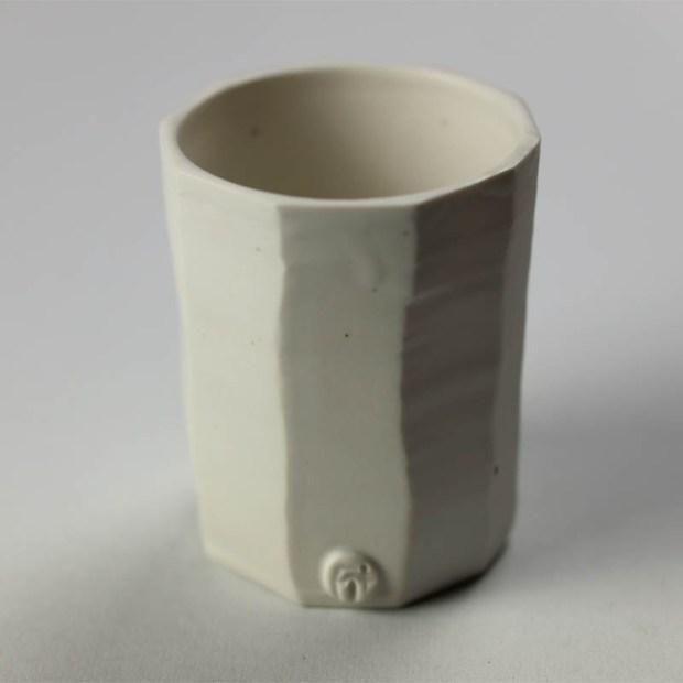 Gobelet G 2   Eric Faure   Gobelet droit   Produit   29,00€   6297   Gobelet tourné et sculpté en porcelaine émaillée   Eric Faure   Terre et Terres   9 octobre 2021