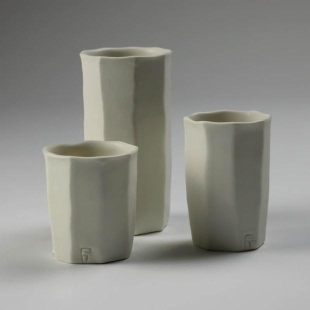 Trio Tasse KF 1 | Eric Faure | Trio de Tasses à Café | Produit | 54,00€ | 6291 | 3 tasses à café tournées et sculptées en porcelaine émaillée | Eric Faure | Terre et Terres | 30 avril 2021