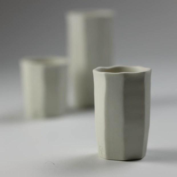 Trio Tasse KF 4 | Eric Faure | Trio de Tasses à Café | Produit | 54,00€ | 6291 | 3 tasses à café tournées et sculptées en porcelaine émaillée | Eric Faure | Terre et Terres | 30 avril 2021