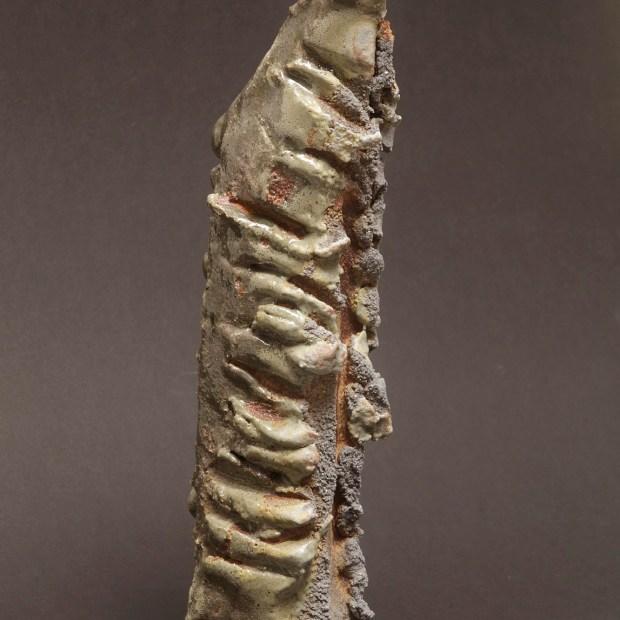 2015 06 9608 | Sylviane Perret | Walking stone. II | Produit | 350,00€ | 6732 | Sculpture en grés faisant partie d'une série de 4, émaillée de glaçures élaborées avec des argiles récoltées au Maroc, et surmontée d'une pierre. Elle est fixée sur un socle en grés lui-même émaillé (non visible sur la photo). 2 cuissons à 1300°C en four gaz, atmosphère réductrice. | Sylviane Perret - Atelier Céramique de Saint-Amans | Terre et Terres | 10 décembre 2020