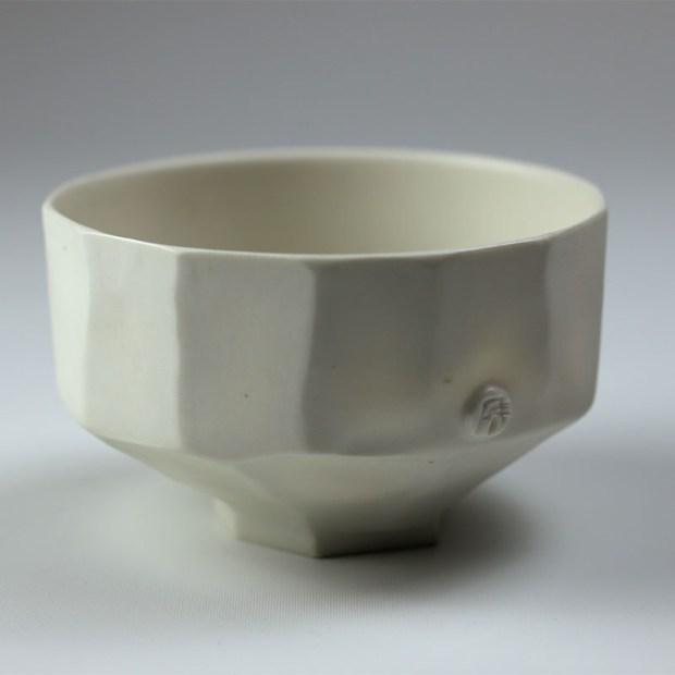 Bol U 1a   Eric Faure   Bol U   Produit   70,00€   6266   Bol tourné et sculpté en porcelaine émaillée   Eric Faure   Terre et Terres   26 juin 2021