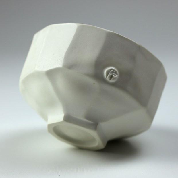 Bol U 3c   Eric Faure   Bol U   Produit   70,00€   6266   Bol tourné et sculpté en porcelaine émaillée   Eric Faure   Terre et Terres   26 juin 2021