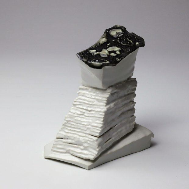 StoneWar 3 1 scaled | Eric Faure | StoneWar 3 | Produit | 120,00€ | 7247 | Sculpture en porcelaine émaillée | Eric Faure | Terre et Terres | 10 décembre 2020