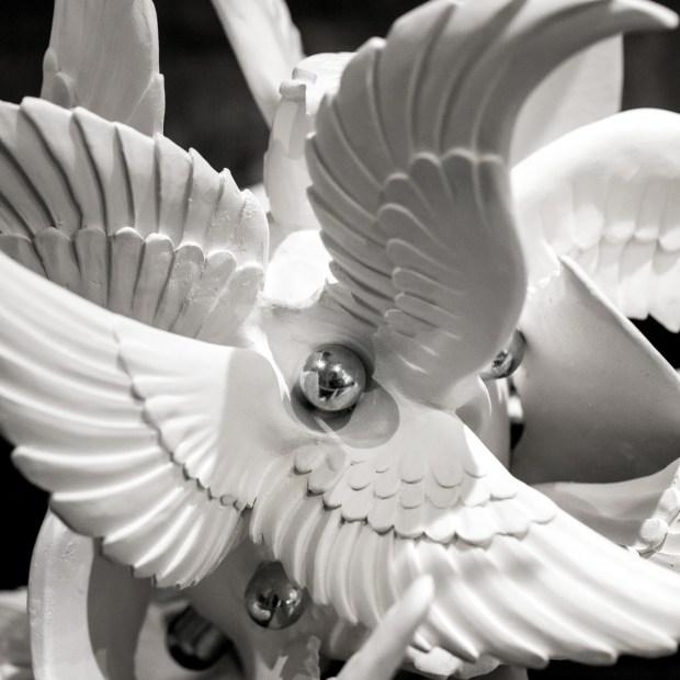 GRENADE 3 | Nathalie Charrié | Grenade | Produit | 420,00€ | 7980 | Faïence, aluminium 29x37x35 cm 2021 | Nathalie Charrié - Artiste céramiste | Terre et Terres | 11 janvier 2021