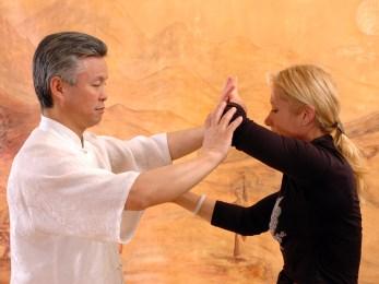 Tuishou en Taiji Quan avec Maitre Kunlin Zhang et Catherine-Isaure Bousquet