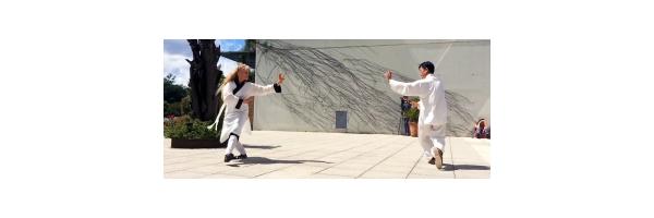 Démonstration bagua avec Maitre Zhang-Kunlin et Catherine-Isaure Bousquet