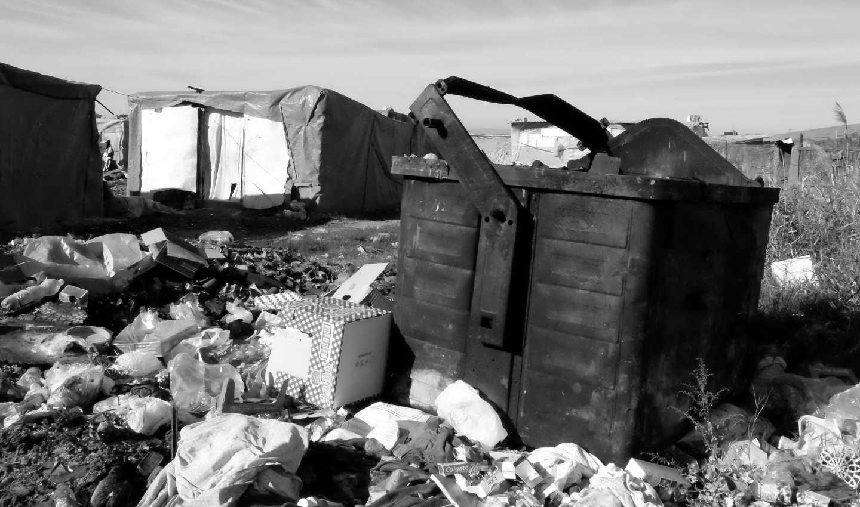 Cumuli di rifiuti nel ghetto di Borgo Mezzanone, Leonardo Palmisano