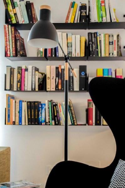 diferentes ambientes en un mismo espacio. librería