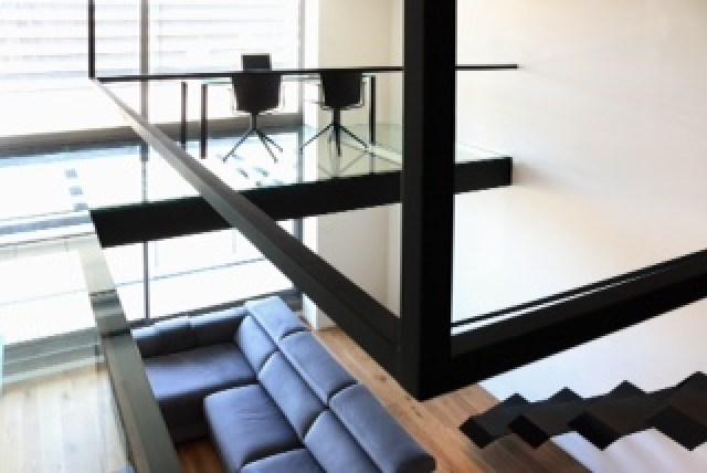 despacho en altillo de apartamento loft
