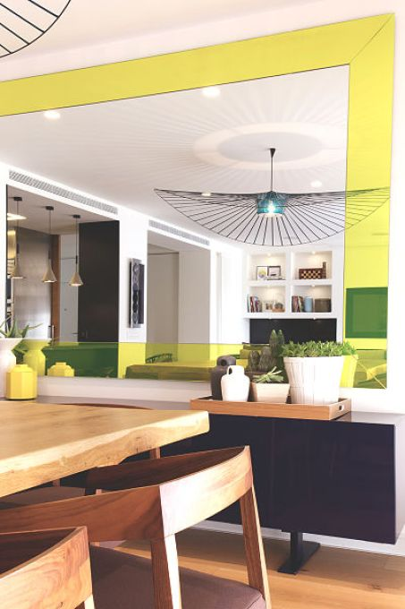 cocina abierta en vivienda funcional y acogedora