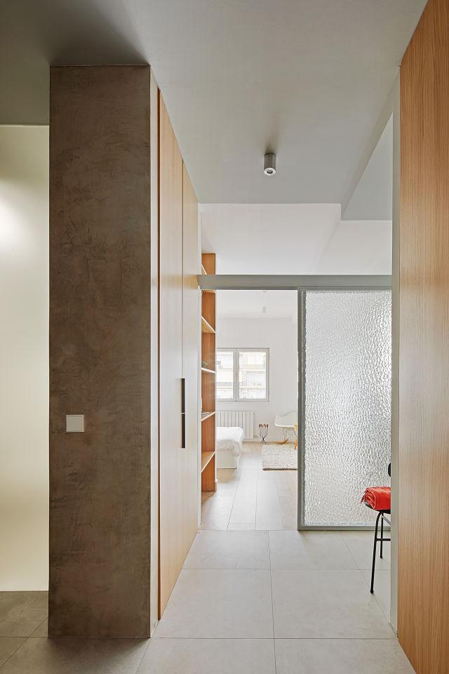 Vestidor y dormitorio en reforma de apartamento