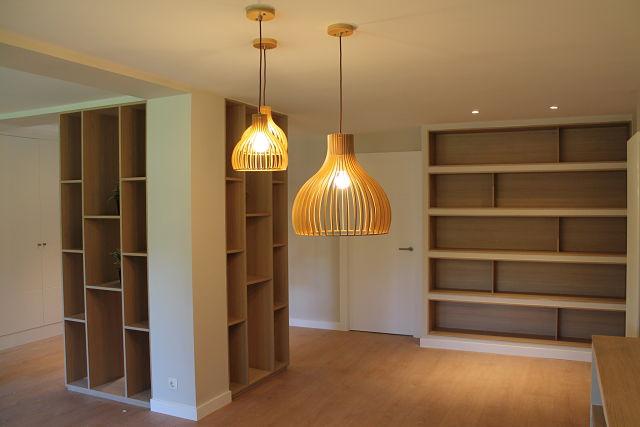 Conjunto de estanterías decorativas en diseño de interiores nórdico