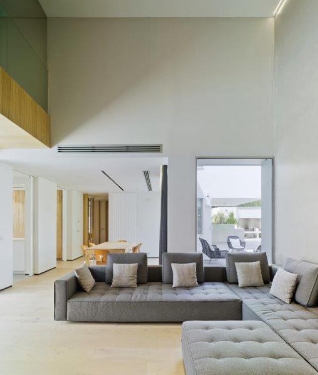 Sofá de diseño minimalista y contemporáneo