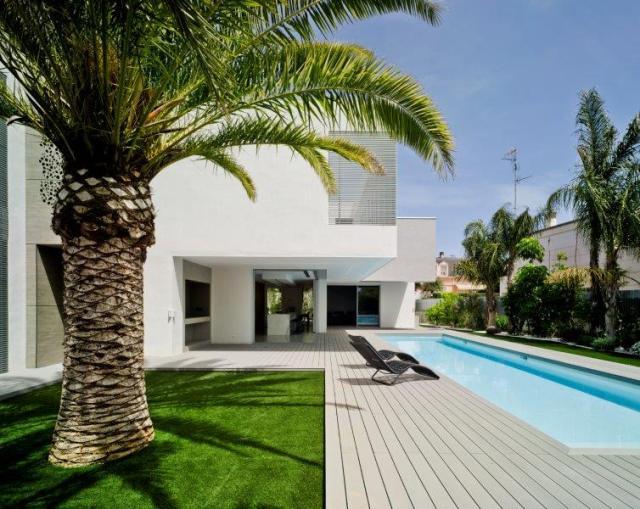 exterior de vivienda minimalista y contemporánea