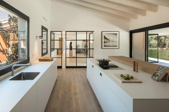Arquitectura y diseño de cocina abierta al salón