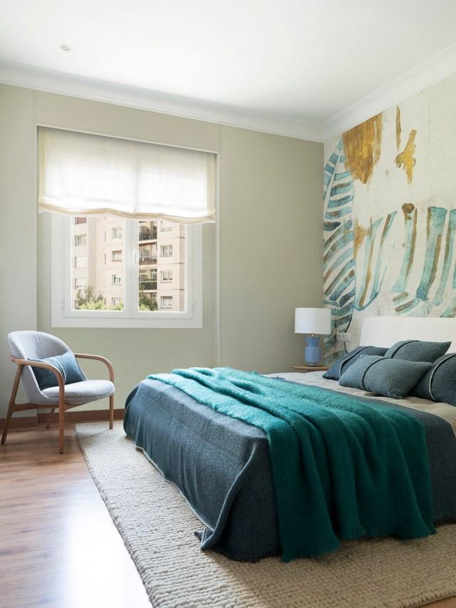 Decoración contemporánea de dormitorio en proyecto Bori Fontestà de Room Studio